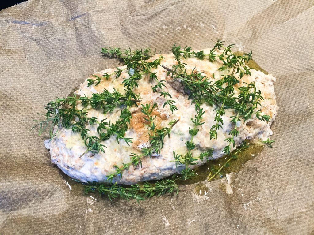 Pitabrot mit frischen Kräutern