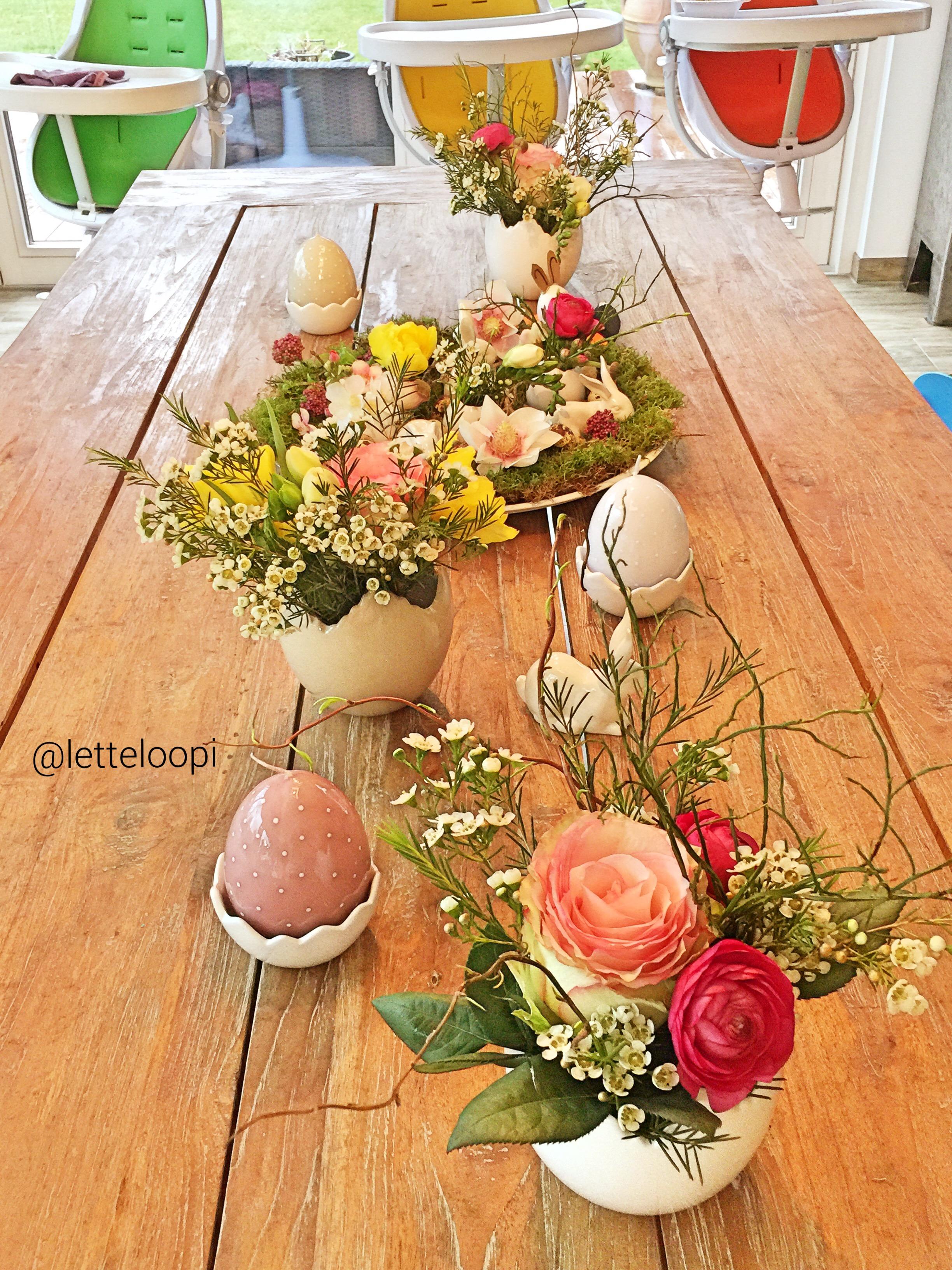 Stilvolle Tischdekoration Fur Ostern Frische Blumen Und Kleine